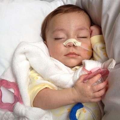 Marina Calasans do Nascimento, um bebê de Sergipe com oito meses de vida, precisa de um transplante de intestino para sobreviver