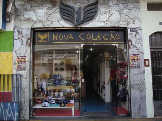 Criada pelo escritor Reginaldo Ferreira da Silva - o Ferréz -, a marca de roupas 1 da Sul virou um símbolo do bairro do Capão Redondo e da periferia paulistana em geral. A ideia do negócio surgiu de uma brincadeira de 1º de abril, em 1999, e rendeu grandes histórias ao longo de 15 anos de existência