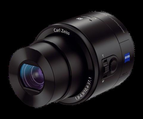 As lentes DSC-QX100 Carl Zeiss, da Sony, são bem conceituadas no mercado, mas não estão disponíveis no site brasileiro da empresa. No site global da Sony, as lentes custam US$ 500 e são compatíveis com smartphones Android e iOS. Com zoom ótico de 3.6 x, conexão Wi-Fi e NFC.