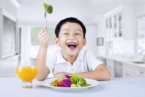90 gramas de brócolis (quase uma xícara) conta com cerca de 37 mg de vitamina C