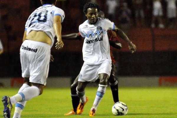Zé Roberto jogou como volante na partida que terminou empatada por 0 a 0 entre Grêmio e Sport na Ilha do Retiro