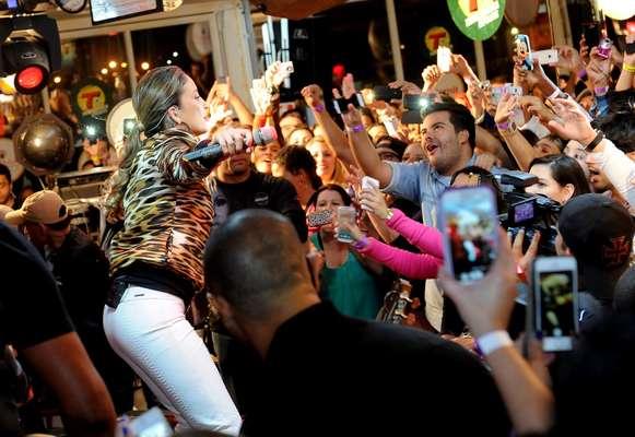 """A cantora Claudia Leitte se apresentou no evento """"Esquenta Brasil Transamérica"""", realizado no Bar Brahma Aeroclube, em São Paulo, na noite desta quarta-feira (28)"""