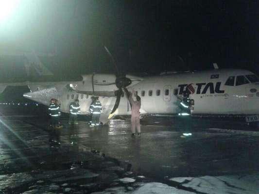 Um avião modelo ATR-72 da Total Linhas Aéreas fez um pouso de emergência na noite de ontem em Manaus