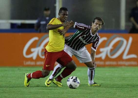 Wellington e Diguinho travaram um duelo à parte no empate em 1 a 1 no Moacyrzão, em Macaé