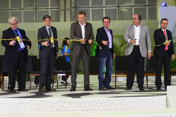 Em evento com a presença do prefeito do Rio de Janeiro, Eduardo Paes, e do secretário-geral da Fifa, Jerome Valcke, foi inaugurado na cidade o IBC, centro de mídia que será utilizado pela imprensa internacional durante a Copa do Mundo; veja