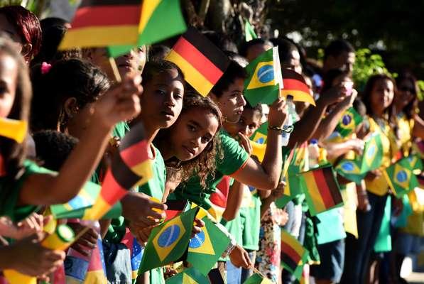 Uma das principais favoritas ao título da Copa do Mundo, a seleção alemã desembarcou em Salvador na madrugada deste domingo; nesta manhã, o time chegou à Santa Cruz Cabrália, pequeno município localizado no sul da Bahia, e foi recepcionada por centenas de crianças