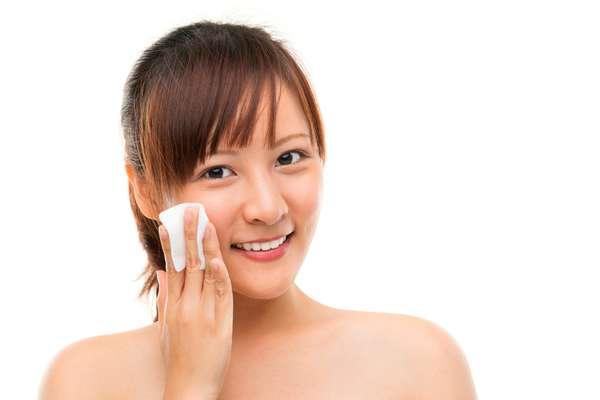 Os lenços demaquilantes são ótimos para limpar a pele e muito práticos