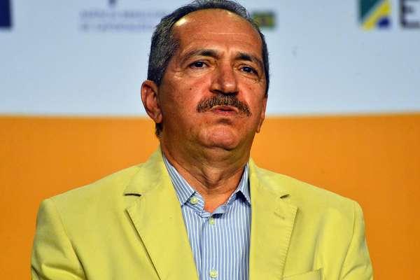Os estádios brasileiros custam em média menos que os estádios feitos pela Alemanha para a Copa de 2006, afirmou o Ministro dos Esportes, Aldo Rebelo