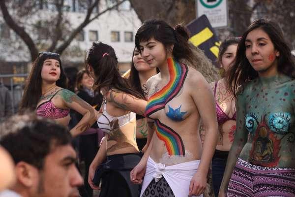 Chicas atrevidas con cuerpos pintados DOGGUIE