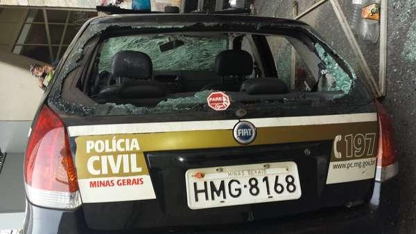 Belo Horizonte - A manifestação em Belo Horizonte teve ataque a um carro da Polícia Civil, além de confronto entre policiais e manifestantes