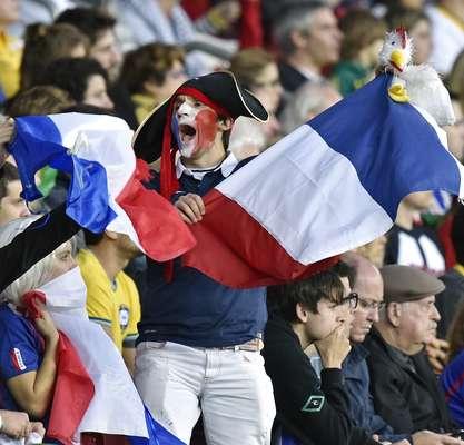 Torcedores da França fizeram a festa no Estádio Beira-Rio, em Porto Alegre, na tarde deste domingo; a seleção francesa venceu a de Honduras por 3 a 0. Mesmo com a derrota, os torcedores de Honduras também animaram o jogo.