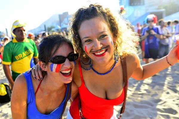 Na tarde deste domingo, torcedores lotaram a praia de Copacabana, no Rio de Janeiro, para acompanhar a disputa entre França e Honduras. A maioria das pessoas vestia a camisa da França, e a vibração foi grande com o placar final, que terminou em 3 a 0 para a seleção francesa.