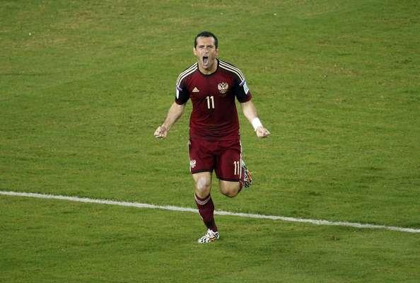 Após falha do goleiro russo, Kerzhakov empata o jogo contra a Coreia do Sul