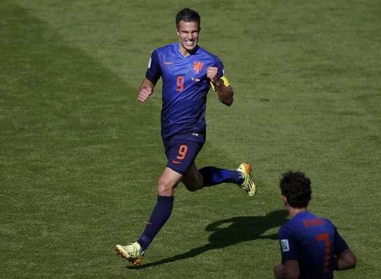Van Persie comemora segundo gol da Holanda no jogo contra a Austrália, pela segunda rodada da Copa do Mundo de 2014.