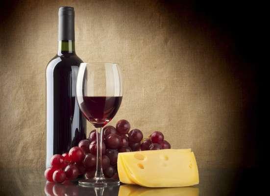 1. Mejora la función cognitiva. Alrededor de 70 estudios demuestran que el consumo moderado de vino mejora el funcionamiento del cerebro y, en pequeñas cantidades, previene la demencia.