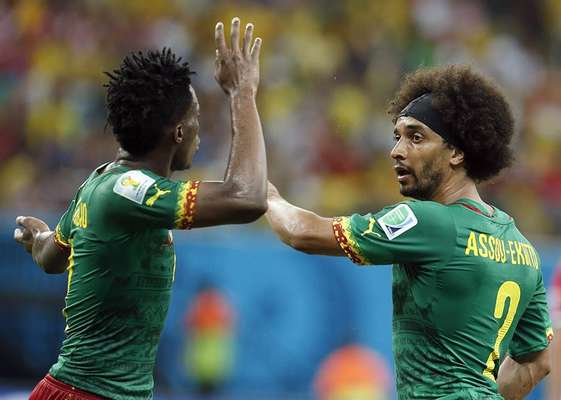 Benjamin Moukandjo e Benoit Assou-Ekotto se estranham e discutem em campo durante derrota de Camarões por 4 a 0 para a Croácia na Arena Amazônia, em Manaus. Com o resultado, a seleção de Camarões não tem mais chances de passar para a segunda fase da Copa do Mundo