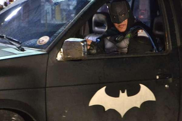 'Batman' paulista no seu 'Batmóvel': homem 'à paisana' que teve celular roubado buscou e prendeu ladrão em Capão Redondo