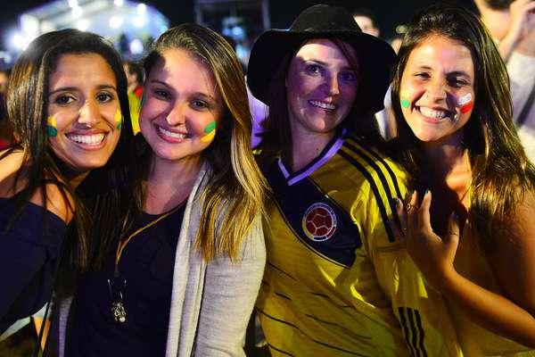 Torcedores de Honduras e Equador fizeram a festa na Fan Fest na praia de Copacabana, no Rio de Janeiro, para acompanhar o jogo das duas seleções; de virada, Equador venceu por 2 a 1 Honduras na noite desta sexta-feira na Arena da Baixada, em Curitiba.