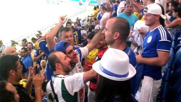 O humorista Marcelo Adnet esteve na Arena Pantanal, em Cuiabá, torcendo pela seleção da Bósnia, neste sábado (21). Adnet puxou cantos, cantou o hino bósnio e chorou ao final do jogo. O resultado eliminou a equipe européia