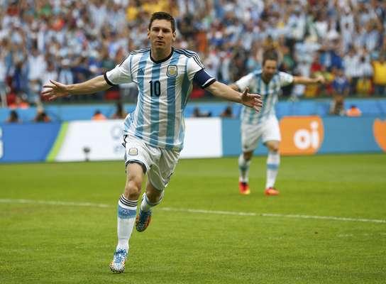 Messi abre o placar para a Argentina, contra a Bósnia, no Estádio Beira-Rio, em Porto Alegre.