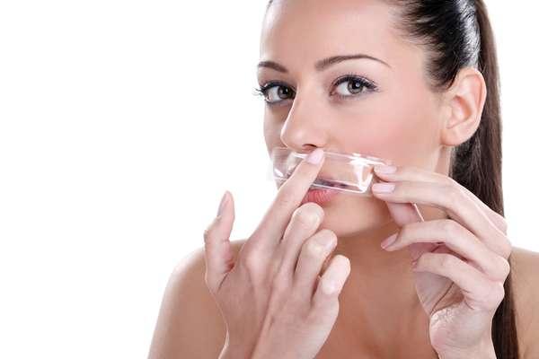 Uma das maiores preocupações entre as mulheres que fazem a depilação facial com cera, a flacidez facial não é provocada por nenhum tipo método destinado à remoção de pelos