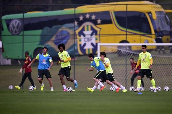 Jogadores da Seleção Brasileira realizaram o primeiro treino após a reapresentação da equipe na Granja Comary, em Teresópolis, nesta segunda-feira; é a primeira atividade após a classificação para as quartas de final.