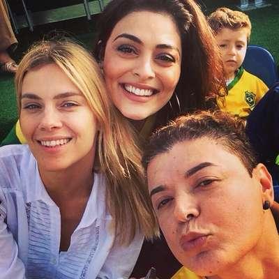Carolina Dieckmann, Juliana Paes e David Brazil acompanharam o treino da Seleção Brasileira, nesta terça-feira, na Granja Comary, em Teresópolis. A Seleção enfrenta a Colômbia na sexta-feira pelas quartas de final da Copa do Mundo