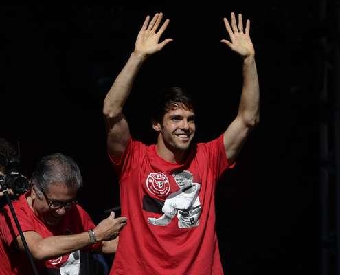 Depois de mais de uma década, Kaká está de volta ao São Paulo, onde é apresentado neste domingo. Emprestado pelo Orlando City, dos Estados Unidos, o jogador fica no Brasil até o final do ano. Pelo São Paulo, Kaká usará a camisa número 8, a mesma que vestiu em seus primeiros anos como profissional do clube