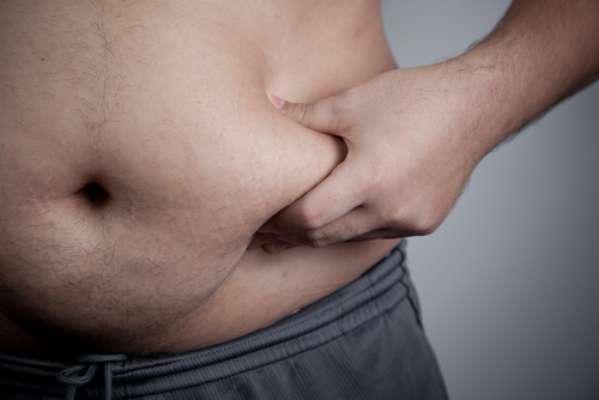 A principal causa do ronco em adultos é a obesidade ou sobrepeso. Outro agravante para o aparecimento do ronco é a idade