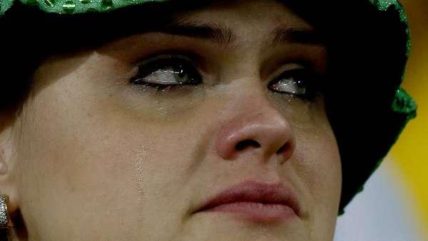 A derrota por 7 a 1 para a Alemanha tocou os torcedores que lotaram o Mineirão na tarde desta terça-feira. Muitos deles foram às lágrimas com a goleada que assombrou a Seleção Brasileira e encerrou a chance do hexa