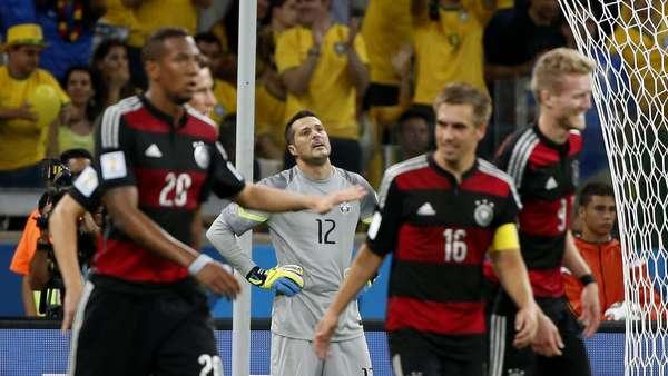 Júlio César lamenta após levar o sétimo gol da Alemanha no Mineirão em partida que terminou com vitória alemã por 7 a 1 para os alemães.