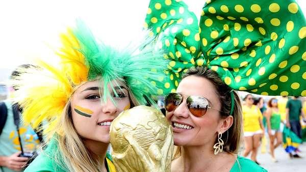 Torcedores da Seleção Brasileira dominam nesta terça-feira os arredores do estádio do Mineirão, em Belo Horizonte, antes do jogo contra a Alemanha. A partida garante uma vaga na final da Copa do Mundo de 2014