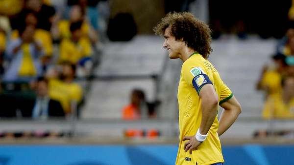A goleada de 7 a 1 sofrida para a Alemanha fez com que os jogadores brasileiros exibissem diversas reações em campo durante o jogo. Diante do placaraté então impensável, eles se mostraram em alguns momentos assustados, cabisbaixos e até incrédulos com o resultado da partida. Na foto, David Luiz