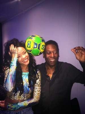 A Copa do Mundo reuniu famosos de todo o mundo no Brasil. Rihanna chegou aqui para os jogos finais do torneiro, mas chamou muito mais a atenção do que muitos famosos por aí. A cantora posou com Pelé
