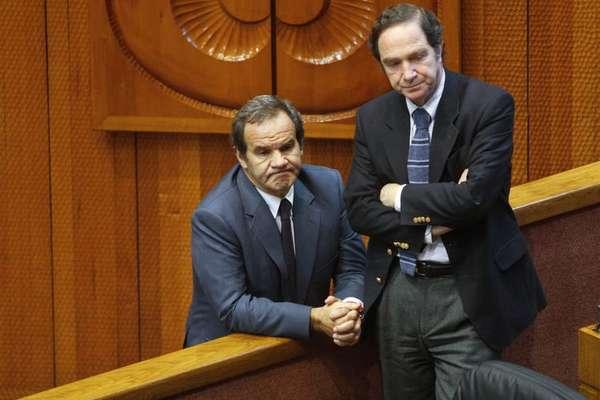 El ministro de Hacienda Alberto Arenas celebró junto a los senadores, la ratificación del protocolo de acuerdo firmado de manera transversal.