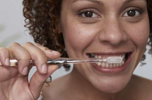 Los 10 pasos para garantizar un cepillado perfecto, y así lucir una sonrisa aún más brillante.
