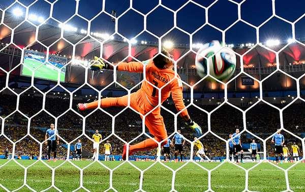 El medio The Guardian hizo una selección de las 25 mejores imágenes del Mundial Brasil 2014, de entre 250 mil, el golazo de James Rodríguez a Uruguay en Octavos de Final, forma parte de esta lista.