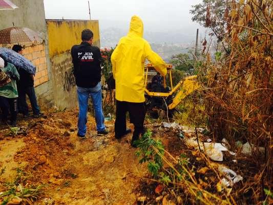 Polícia faz buscas ao corpo de Eliza Samudio em um terreno na região metropolitana de Belo Horizonte (MG) na manhã desta sexta-feira