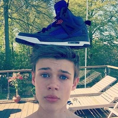 O adolescente Benjamin Lasnier conseguiu contratos de publicidade e com a Sony Music por suas selfies