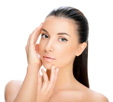 Empregada no creme Absollue Plénitude, a novidade proporciona um reconhecimento inteligente das deficiências dermatológicas, detectando, inclusive, os fatores individuais do envelhecimento em nível molecular