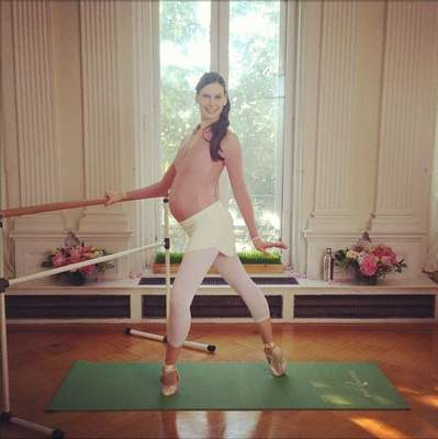 Às vésperas do nascimento de seu primeiro filho, a bailarina Mary Hellen Bowers continuou praticando o balé com agilidade e equilíbrio, inspirando outras mulheres a manterem-se ativas durante a gravidez