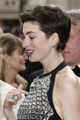 No caso de Anne Hathaway, o condicionador pode ser dispensado ou usado em pouquíssima quantidade