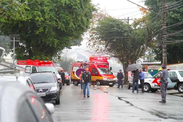 Bombeiros e equipes do Samu foram para o local do acidente