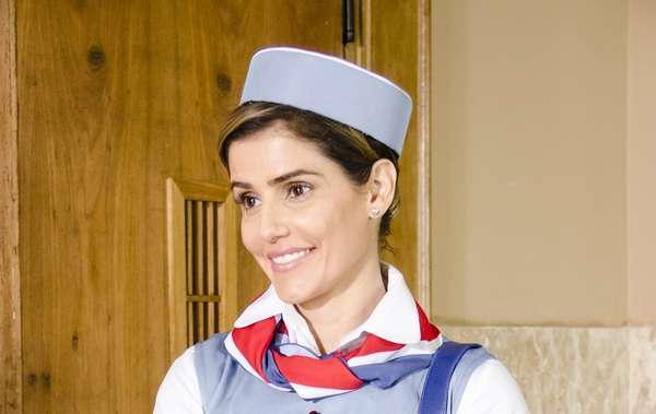 Deborah voltou ao loiro para viver uma comissária de bordo em Boogie Oogie