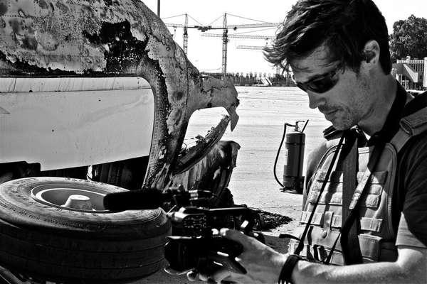 James Foley era americano e tinha 40 anos. Repórter experiente, cobriu o conflito na Líbia, antes de viajar para a Síria, onde trabalhou na revolta contra o regime de Bashar al-Assad para o site de informações americano GlobalPost, para a Agência France-Presse (AFP) e outros meios de comunicação. O jornalismo era para ele uma segunda carreira, uma vez que se inscreveu na Escola de Jornalismo da Northwestern University, aos 35 anos. Anteriormente, ele foi professor e ensinou detentos a ler e escrever em várias prisões