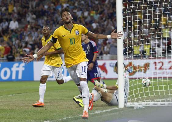 Neymar marcou 4 gols contra o Japão