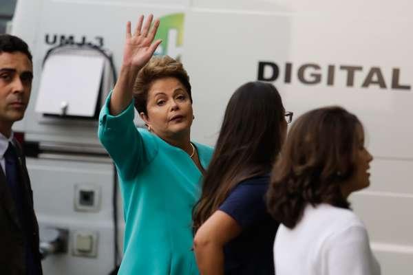 Dilma Rousseff (PT) antes do debate entre os candidatos à Presidência da República, promovido pelo UOL, Folha de S. Paulo, SBT e Jovem Pan