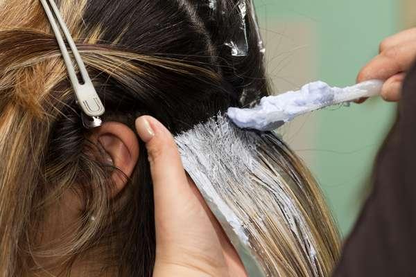 Químicas como coloração podem danificar os fios e causar queda