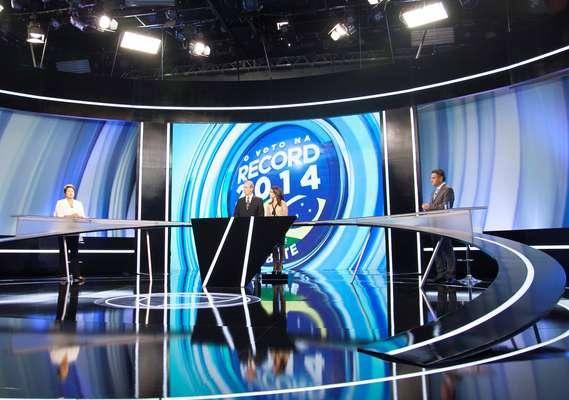 Os candidatos Dilma Rousseff (PT) e Aécio Neves (PSDB) fizeram o penúltimo debate neste domingo, na TV Record