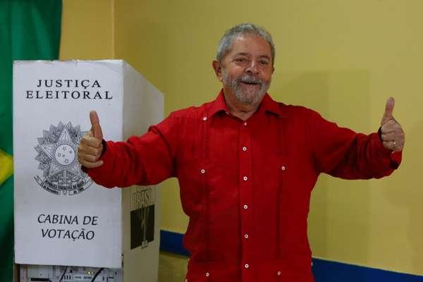 Lula votou neste domingo (26) na Escola Estadual José Firmino Correia De Araújo em São Bernardo do Campo, SP